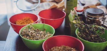 Dawkowanie, przygotowanie, stosowanie – czyli dlaczego kuracje ziołowe czasem nie dają efektów?