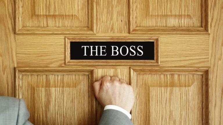 pukanie do drzwi szefa